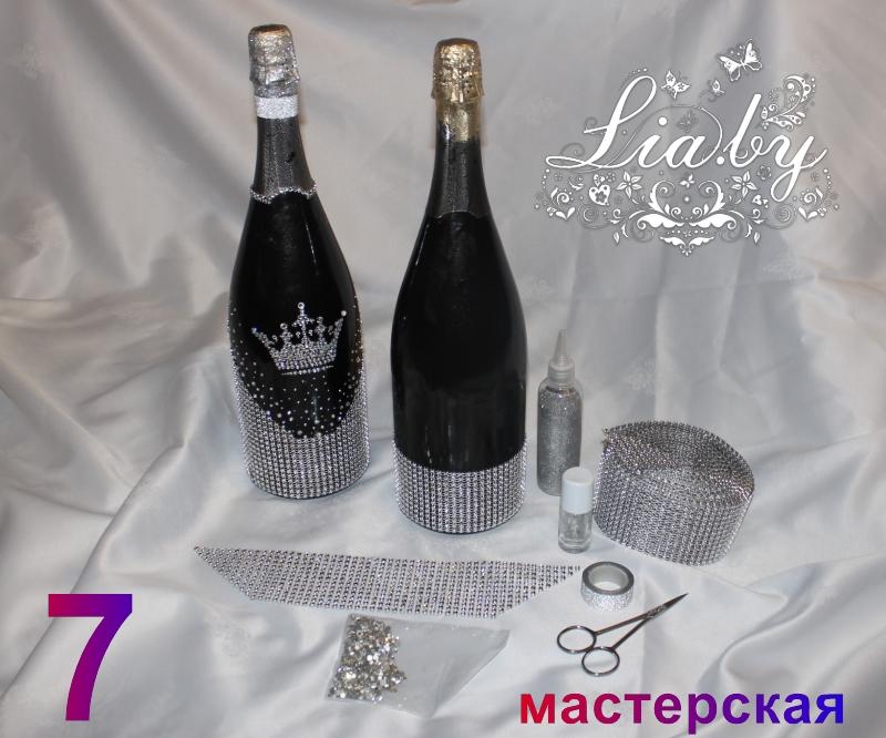 Слева готовая бутылка. справа заготовка для оклейки, изображены инструменты и материалы