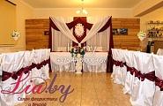 Оформление свадебного зала в бело--винном стиле в усадьбе