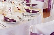 Украшение стульев и столов в фиолетовый тон
