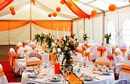 Оформление зала в оранжевой гамме
