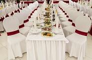 украшение свадебного зала в бело красных тонах