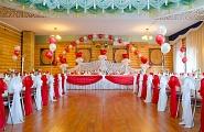 Комплексное украшение свадебного зала в бело-красные тона