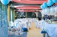Комплексное оформление свадебного зала в бело-голубой гамме цветов